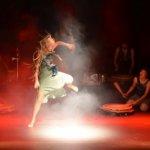 Carmen Rodina mit Compagnie Orang Orang Drum Theatre